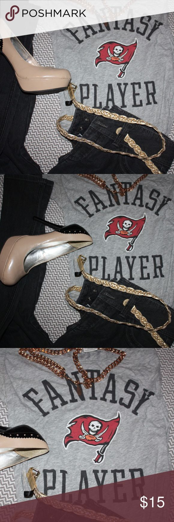VS Pink Fantasy Player Tampa Bay Buccaneers Tee This fantasy player top is so cute! Wear to the next Buccaneers game with the boys or with jeans and heels shopping with the girls. I love the Pink line and if you or your partner are a Buccs fan, this is the tee for you! PINK Victoria's Secret Tops Tees - Short Sleeve