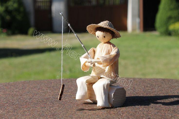 S097.13 Panáček - rybář Figurka je vyrobena z kukuříčného šustí…