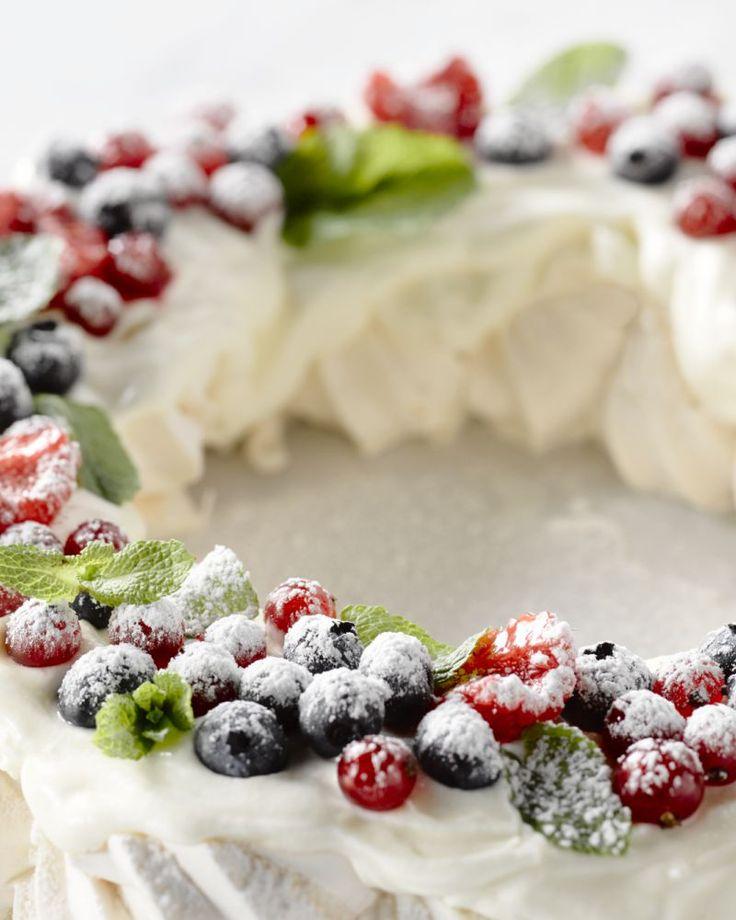Maak eens een kerstkrans met meringue. Superorigineel en je tafelgasten zullen ervan smullen!