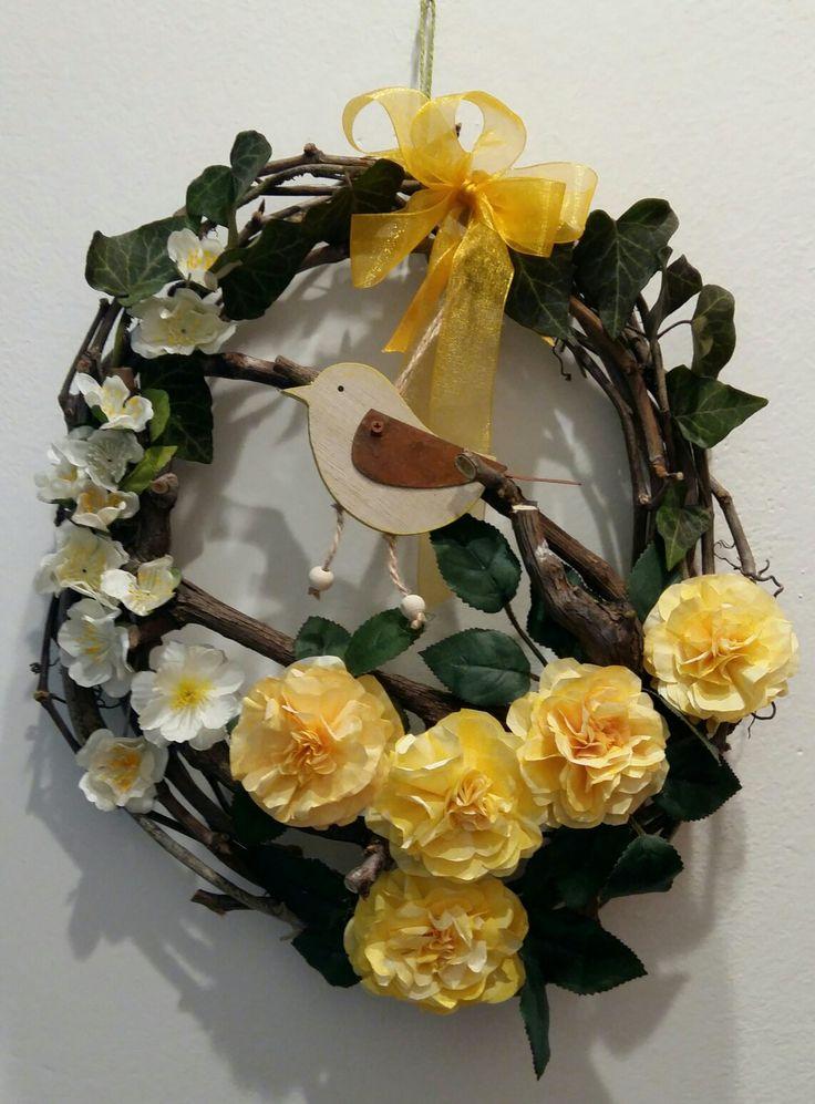 Ghirlanda pasqua - fiori con pirottini di carta (cupcake / muffin) - by Anny