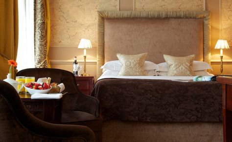 The Cadogan - In exclusive Knightsbridge, this 5-star boutique hotel once played host to Oscar Wilde. Guests can dine in the chandelier-lit restaurant and enjoy luxurious rooms with iPod docks. Originally built in 1887, the beautiful rooms at Cadogan Hotel now feature LCD TVs with satellite channels, a DVD player, and free Wi-Fi.