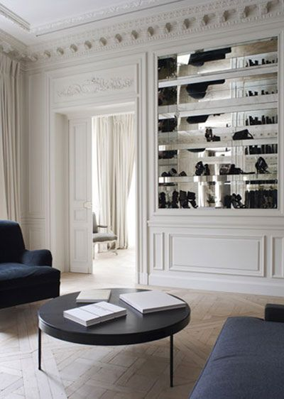 nice mirrored bookshelf: