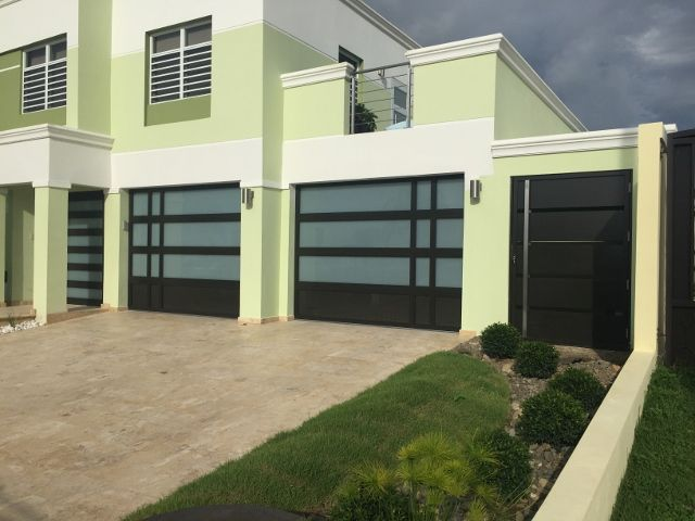M s de 25 ideas incre bles sobre puerta de garaje de Duchas modernas puerto rico