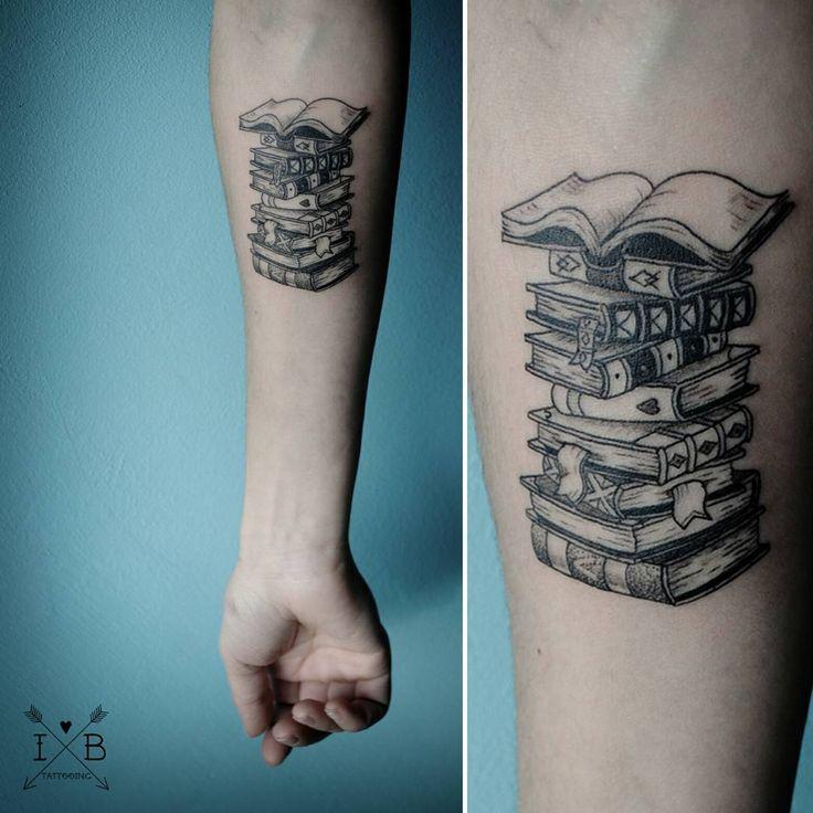 #Tattoo #Bücher #Buch #Buchliebe #Lieblingsbuch #Literatur #booknerd #lesen #Arm #Bücherstapel #Stapel