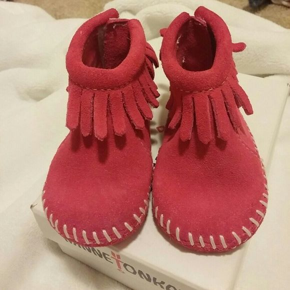 NIB pink minnetonkas Cute moccs.|| new infant size 1 which fits till 6 or 9 months depending on your babies foot size|| my daughter had a super small foot and didn't fit these even at a year when she was wearing 6_9 months in other brands , then she had a growth spurt and surpassed this size to a size 3 in this brand overnight|| velcro closure at back of ankle|| real suede minnetonka brand new in box Minnetonka Shoes Moccasins