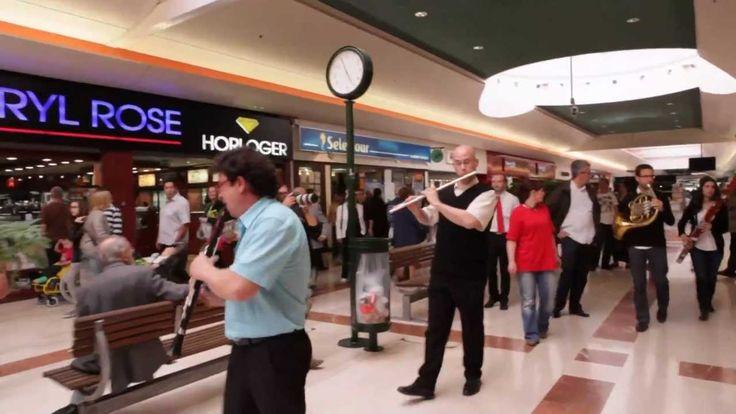 Flashmob symphonique - Centre commercial Auchan Noyelles. Wow! On tape du pied. On veut danser. Vraiment enlevant.