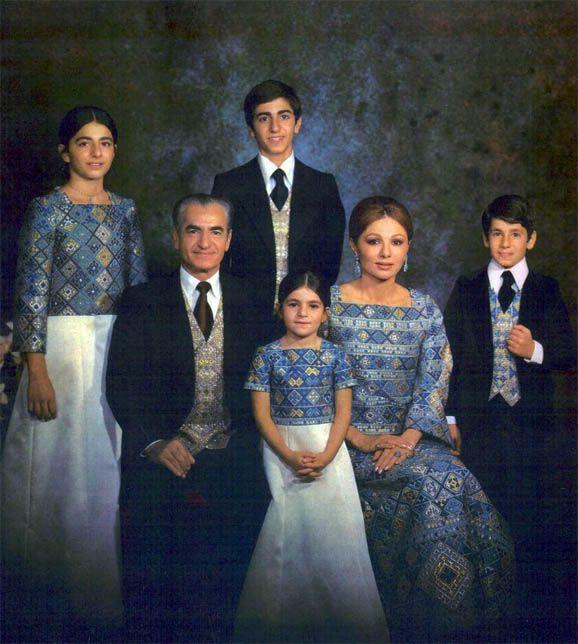 Familia Real de Iran. (abajo) El Shah Mohammad Reza Pahlevi, la princesa Leila y la emperatriz Farah Diba, (arriba) la princesa Farahnaz el príncipe Reza Ciro y el príncipe Ali Reza.
