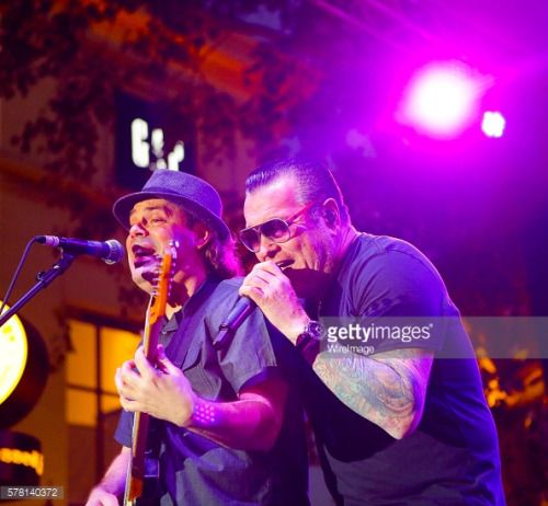 LOS ANGELES, CA - JULY 20: Musician Steve Harwell ® and……... #cazalladelasierra: LOS ANGELES, CA - JULY 20: Musician… #cazalladelasierra