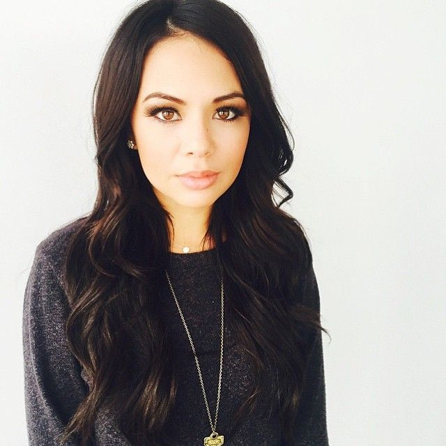 The neutral colors in Janel's makeup really accentuates her eyes beautifully. | Pretty Little Liars