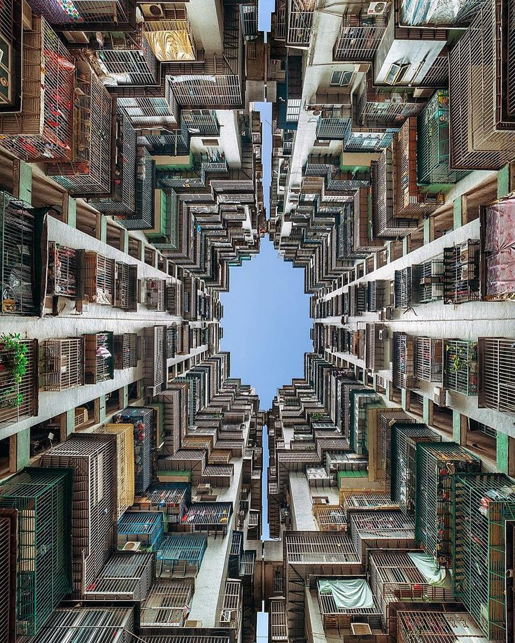 Cheap Apartments Usa: 'Birdcage' Looking Up In-between The Caged Exterior Of A