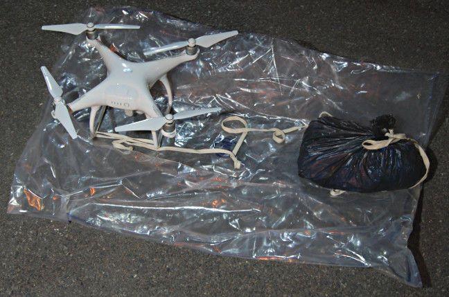Un dron se estrella y otro es capturado por la policía en la prisión británica de Pentonville cuando trataba de 'soltar' drogas y teléfonos móviles en el interior del recinto.