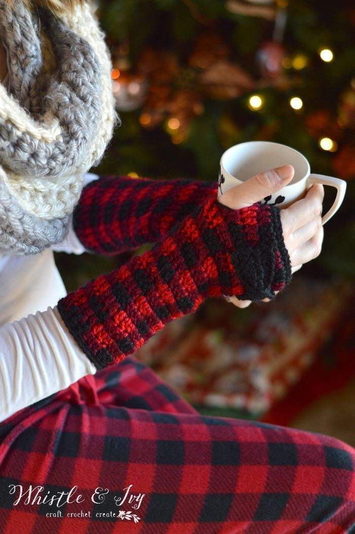 FREE Crochet Pattern: Crochet Plaid Arm Warmers | Make these adorable and cozy arm warmers in a plaid color! Add a bow for a cute finishing touch.