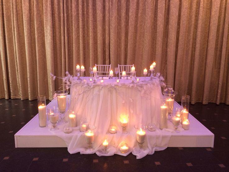Свадебное оформление от royal holiday. Стильный свадебный декор. Оформление зала. Ресторан  для свадьбы park hall .оформление со свечами. Подиум для свадьбы. Свадебное оформление в белом цвете. Оформление свадьбы в Минске. Заказать оформление зала +375296863098