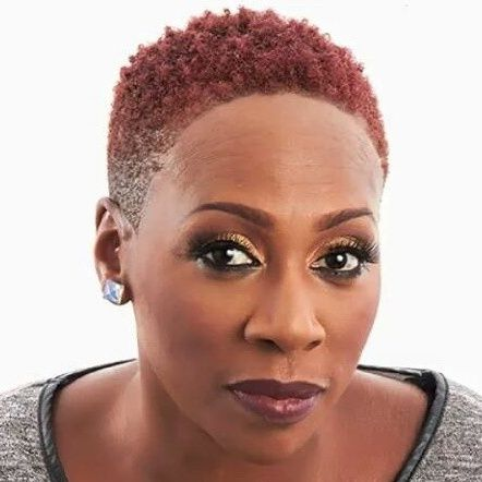 Gina Yashere broke onto the American comedy scene with her appearances on Last Comic Standing (NBC), where she made it to the final 10.