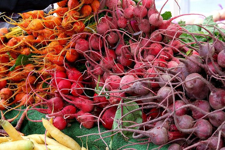 guide to BEST farmers markets in LA! ty @laweekly A #HolladayMaker must when visiting los angeles Beets at the Santa Monica Farmers Market