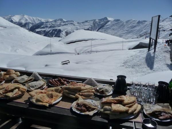 Bakurani Gürcistan'da yer alan, ismini verdiği kaynak suyuyla da ünlü bir zirve. Çocukların kış sporları ve faaliyetleri için mükemmel bir mekan olan Bakuriani'de tesisler, dört mevsim açık. #Maximiles #Bakurani #Gürcistan #Georgia #kışturizmi #kayak #kayakmerkezi #kar #kartaneleri #spor #kışsporları #otel #gidilecekyerler #gezilecekyerler #turizm #turizmmekanı