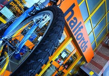 Halfords partners with RED Driving School to make learning to drive more affordable for first time learners