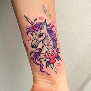 E esta inspiração fantástica, com a qual você pode sonhar acordado: | 20 tatuagens mágicas de unicórnios