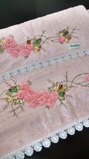 LOY HANDCRAFTS, TOWELS EMBROYDERED WITH SATIN RIBBON ROSES: CONJUNTO DE TOALHAS BORDADAS COM FLORES DE CETIM                                                                                                                                                                                 Mais