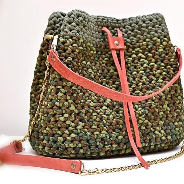 WEBSTA @ stokusovaknitomsk - А вот еще одна сумка-мешок--один из модных трендов сезонаГлавный плюс такой сумки-вместительность✌.Она в наличии,размер :28×16-дно,высота 25 смЦена 3000р