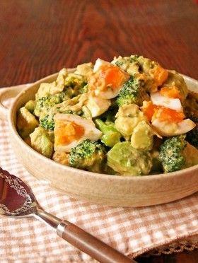 半熟卵とブロッコリーのアボカドサラダ [Soft Boiled Egg with Broccoli Avocado Salad]