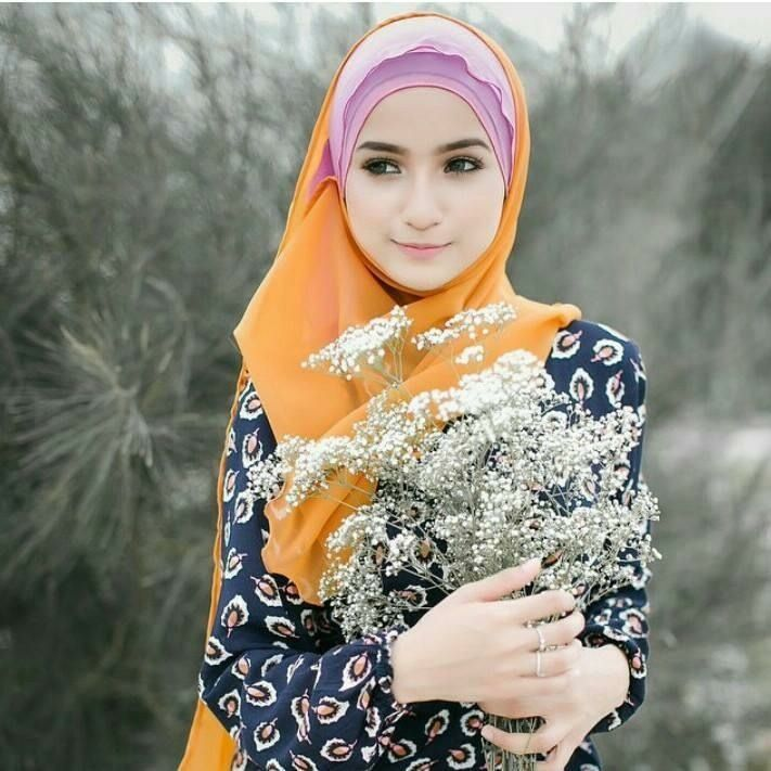 Looking for most beautiful girl in the world in hijab? Here are collection of photo that will amaze you.Anda boleh lihat