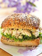 Panino in salsa di tonno e insalata