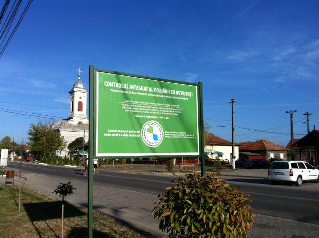 """Proiectul """"Controlul Integrat al Poluării cu Nutrienţi"""" are ca scop reducerea poluării apei şi solului cu nutrienţi prin investiţii pentru depozitarea gunoiului de grajd şi informarea publicului pentru păstrarea surselor de apă curate. http://www.blog.inpcp-campanie.ro/2013/07/03/intalnire-cu-cetatenii-din-comuna-garla-mare-judetul-mehedinti/"""