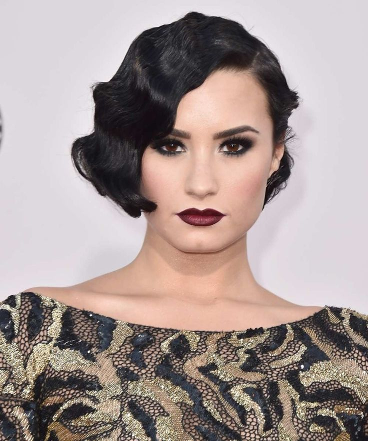 Ondas al agua años 20 para bob: Demi Lovato