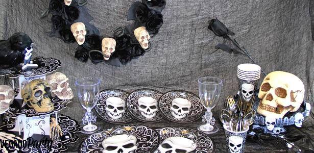 Décoration et vaisselle Halloween avec têtes de mort sur VegaooParty