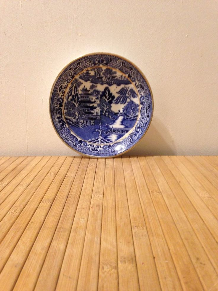Blue White and Gold rim Willow pattern china decorative 5 inch plate