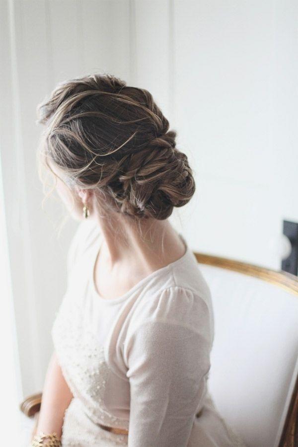 coiffure mariage cheveux longs: chignon de style décoiffé