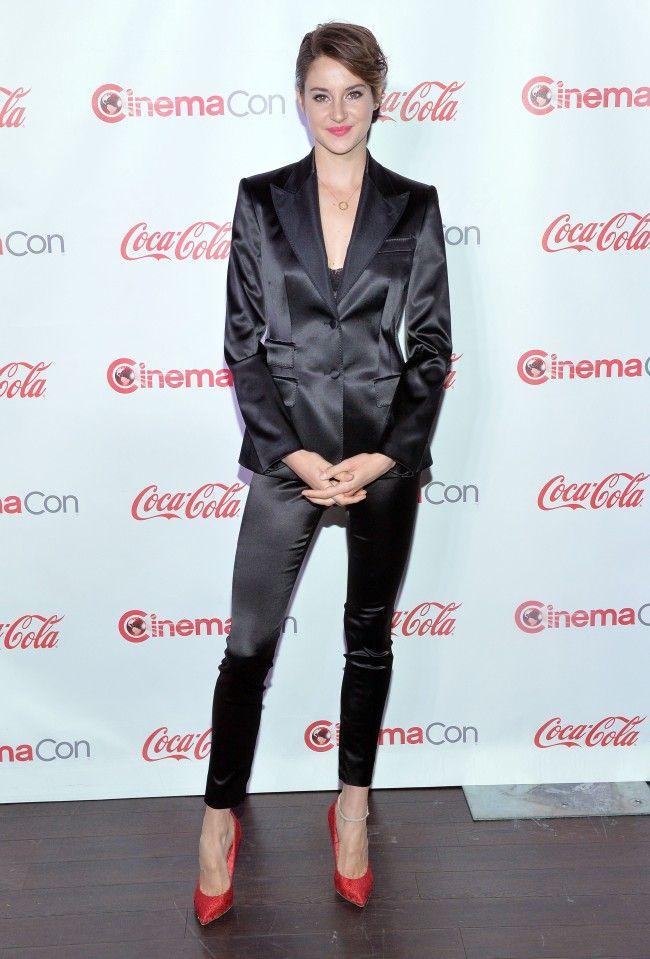 Vrouwelijke celebs in de ban van het kostuum: Shailene Woodley in Dolce & Gabbana
