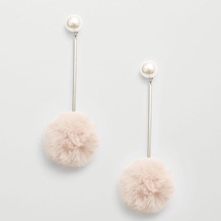 Boucles d'oreilles à pompons en acier, zinc, acrylique et polyester, de Mango - Shopping mode: 34 bijoux pour les fêtes