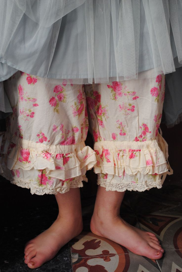 friend-mom-shows-panties Mon Panty à Fleurs...... i mean i actually wore these