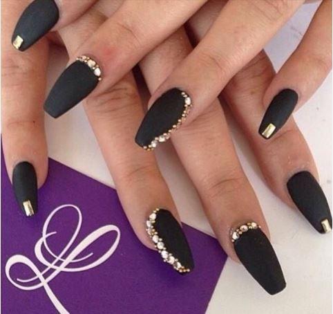 Chic χριστουγεννιάτικα nail art για εντυπωσιακά νύχια
