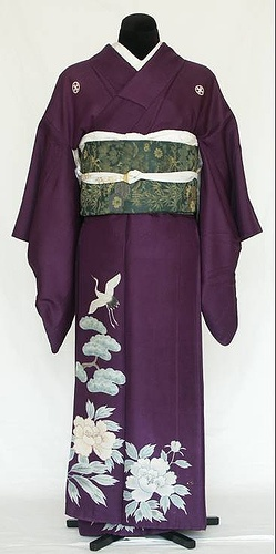 Irotomesode            (色留袖): single-color kimono, patterned only below the waistline. Irotomesode are slightly less formal than kurotomesode, and are worn by married women, usually close relatives of the bride and groom at weddings. An irotomesode may have three or five kamon.