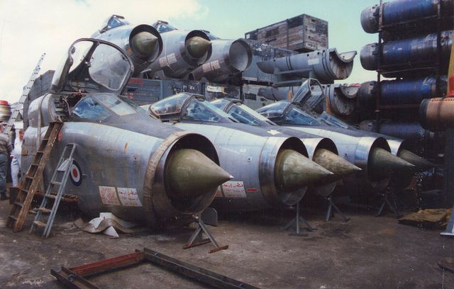 8 English Electric Lightnings in Portsmouth Scrapyard | Flickr