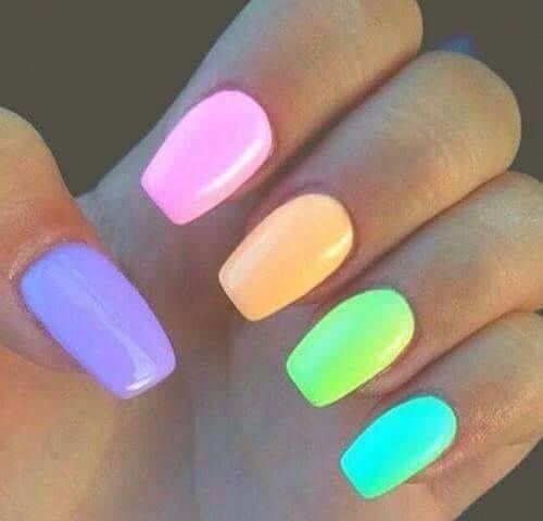 45 charmante veelkleurige eenvoudige nailart-ontwerpen; Ombre nagels; regenboog nagels; summ …