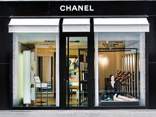 23 best awnings store fronts images on pinterest for Chanel locations in paris