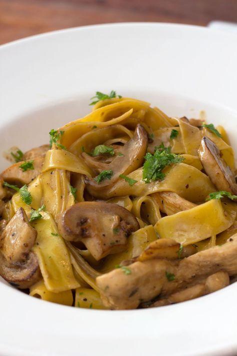 Pasta med champignon sacue med timian stegte kyllinge strimle