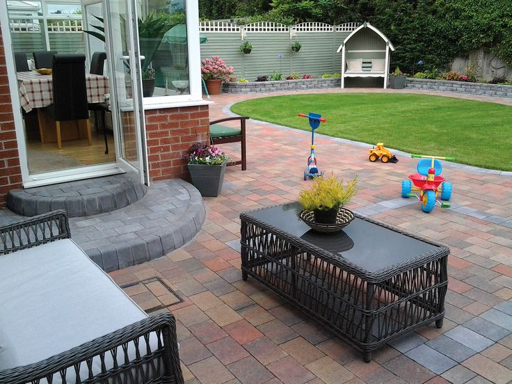 River Stone paving in Slaney with Blackwater detailing + steps tread (Bullnose Kerb Setts steps riser in Slate Non-rumbled and Aspen Stone walling in Basalt)