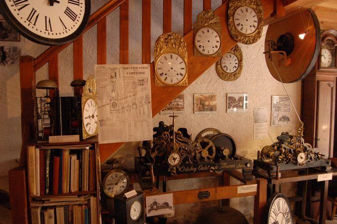 Charroux (Allier) - la maison des Horloges