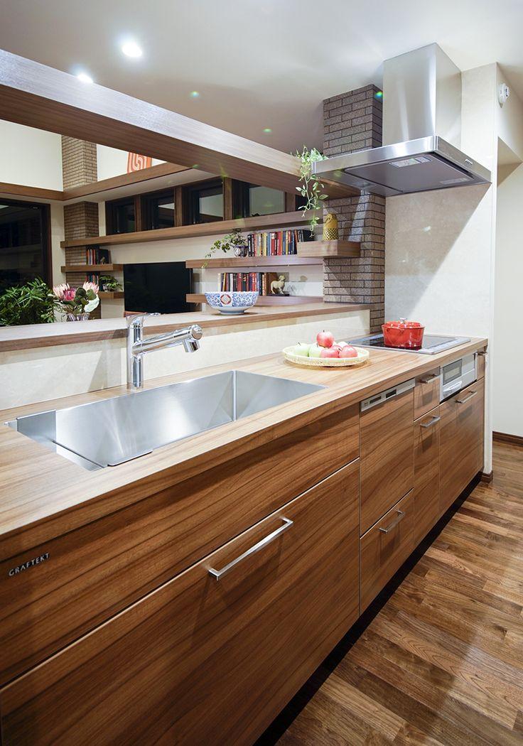 使うほどに愛着がわく、温かみのある上質な家具のようなシステムキッチン。|キッチン|インテリア|カウンター|モダン|おしゃれ|作業台|ウッド|