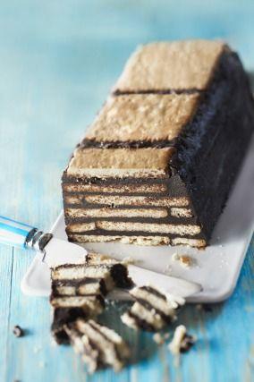 """750g vous propose la recette """"Gâteau au chocolat petits beurre/chocolat sans cuisson"""" notée 4/5 par 692 votants."""