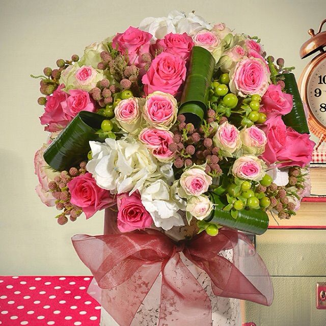 Özenle verilecek en güzel hediye nedir? Bu hafta sonu sevdiklerinize yapacağınız ziyaretleri çiçeklerinizle süsleyin. #ziyaret #hediye #özen