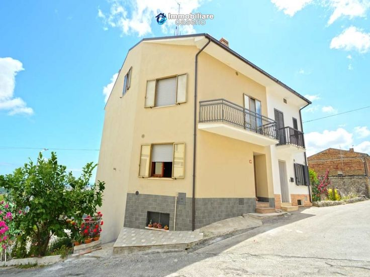 http://immobiliarecaserio.com/Property_with_garden_for_sale_in_Italy_Molise_village_Tavenna_2193.html