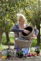 In potten en manden kun je #bloembollen in meerdere lagen combineren, zodat je maandenlang plezier hebt van je bloeiende bloembollen.
