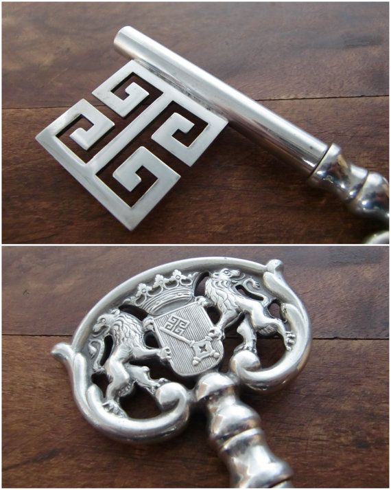 Vintage barware. Silver plated, very stylish key-corkscrew depicting the Bremen coat of arms featuring the Bremer Schlüssel (Bremen Key). Such