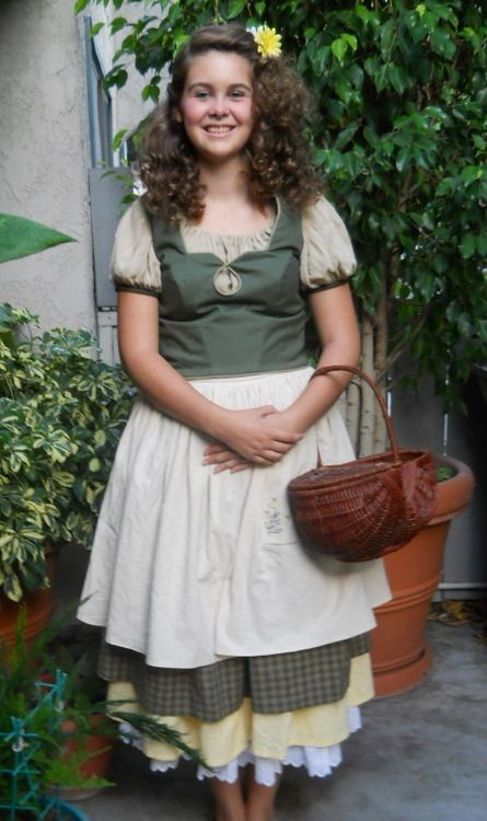 Female Hobbit Costume | Completed Hobbit Costume: Part 1 by ~ LeeliWingfeather Okay this is adorable